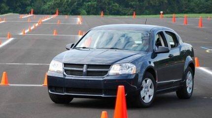 Парковка автомобиля для начинающих водителей
